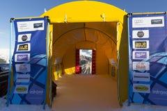 Comience el área durante el mundo Ski Men Ita Downhill Race fotos de archivo