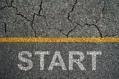 COMIENCE en encendido las carreteras de asfalto Imagen de archivo libre de regalías