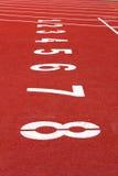 Comience la pista. alinee en una pista corriente roja Foto de archivo
