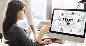 Comience para arriba el concepto del lanzamiento de la empresa del desarrollo de negocios imagen de archivo