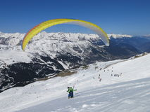 Comienzo de deslizamiento del esquí Foto de archivo