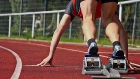 Comienzo de Sprint en atletismo almacen de video