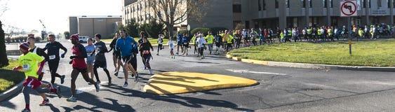comienzo del ciclismo en ruta 5K imagen de archivo
