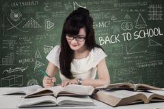 Comienzo del estudiante a estudiar en la clase 1 Imagen de archivo