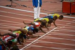 Comienzo del mens sprint de 100 contadores Imagen de archivo