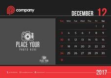 Comienzo domingo del diseño 2017 del calendario de escritorio de diciembre Fotografía de archivo libre de regalías