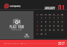 Comienzo domingo del diseño 2017 del calendario de escritorio de enero Imagen de archivo