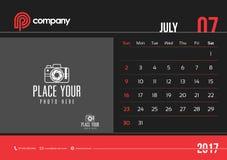 Comienzo domingo del diseño 2017 del calendario de escritorio de julio Imagen de archivo