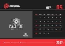 Comienzo domingo del diseño 2017 del calendario de escritorio de mayo Fotografía de archivo libre de regalías