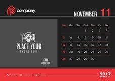 Comienzo domingo del diseño 2017 del calendario de escritorio de noviembre Foto de archivo