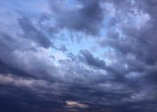 Cominci le nuvole di tempesta elettrica fotografie stock