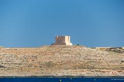 Comino Malta - Maj 8, 2017: Torn för St Mary ` s honom-Torri ta-` Santa Marija Royaltyfri Foto