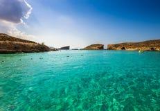 Comino, Malta - piękna lazurowa woda morska przy Błękitną laguną na wyspie Comino Zdjęcie Royalty Free