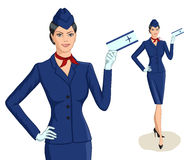 Comissária de bordo com bilhete Fotografia de Stock Royalty Free