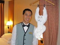 Comissário de bordo da sala do navio de cruzeiros e macaco de toalha Imagem de Stock
