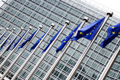 Comissão Européia com bandeiras européias Imagem de Stock Royalty Free