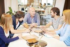 Comité bespreking stock afbeelding