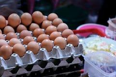 Comité de eieren voor de stootkussen-Thaise Thaise naam van het woordvoedsel in de straat Thai van de nachtmarkt selecteren zacht stock afbeelding