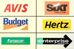 Comité met de belangrijke bedrijven van de autohuur in de wereld royalty-vrije stock afbeeldingen
