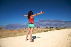 Comitati solari accoglienti della donna rossa Fotografie Stock