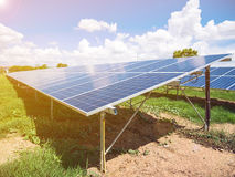 Comitati solari con cielo blu e le nubi Immagine Stock Libera da Diritti