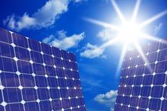 Comitati solari con il sole Fotografie Stock