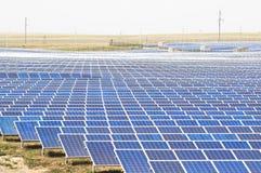 Comitati solari su un tetto Fotografia Stock Libera da Diritti