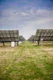 Comitati solari su un tetto Fotografie Stock Libere da Diritti
