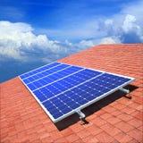 Comitati solari sul tetto Fotografie Stock Libere da Diritti