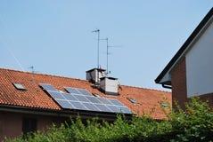 Comitati solari sul tetto Immagini Stock