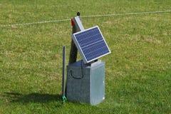 Comitato a energia solare con la rete fissa elettrica Fotografie Stock