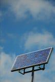 Comitato solare della maschera contro cielo blu nuvoloso Fotografia Stock Libera da Diritti