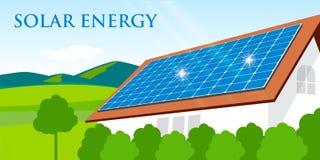 Comitato solare su un tetto rosso Fotografia Stock Libera da Diritti
