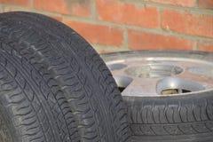 Commande à quatre roues Pneus en caoutchouc Le caoutchouc d'été réglé pour la voiture Image libre de droits