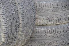 Commande à quatre roues Pneus en caoutchouc Le caoutchouc d'été réglé pour la voiture Image stock