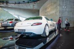 Commande éclectique de voiture de coupé de luxe de Mercedes-Benz SLS AMG, 2012 Photos stock