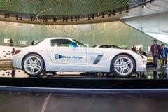 Commande éclectique de voiture de coupé de luxe de Mercedes-Benz SLS AMG, 2012 Photographie stock