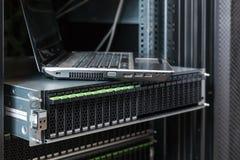 Commande de disques durs dans le système de stockage Image libre de droits