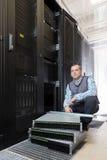 Commande de disques durs dans le système de stockage Images libres de droits