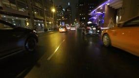 commande de point de vue de 4K UltraHD (POV) dans la ville principale la nuit clips vidéos