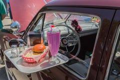 commande des années 1950 dans le plateau de restaurant Photo stock