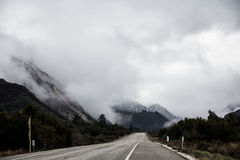 Commande fraîche de matin d'hiver aux montagnes Image stock