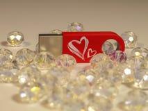 Commande instantanée rouge avec le coeur et gemmes sur le fond clair Image stock
