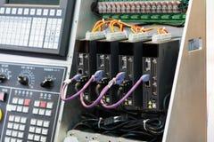 Commande numérique industrielle de pointe par le rondin de programmation de PLC photos libres de droits