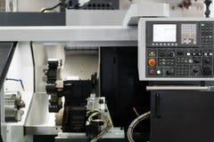 Commande numérique industrielle de pointe par le rondin de programmation de PLC photographie stock libre de droits