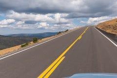 Commande raide d'altitude le long de route d'arête de traînée en Rocky Mountain N photographie stock libre de droits