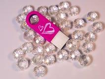 Commande rose d'instantané d'USB avec le coeur et les gemmes Photographie stock libre de droits