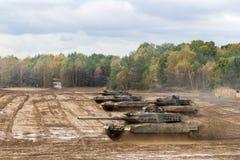 Commandes allemandes de chars de bataille sur le champ de bataille Image libre de droits
