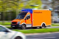 Commandes d'ambulance à un lieu d'affectation image stock
