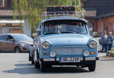 Commandes trabant allemandes de voiture sur une rue Images libres de droits